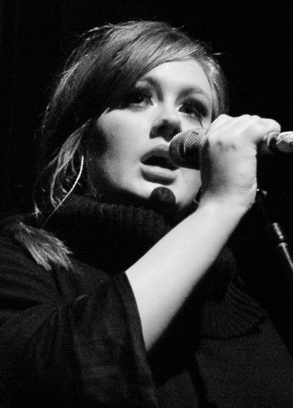 Adele_-_Live_2009_(4)_cropped