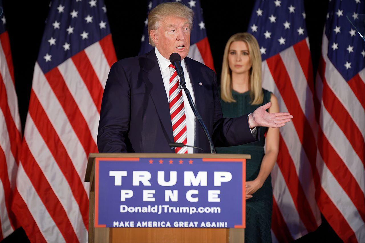 Donald_Trump_at_Aston,_PA_September_31th
