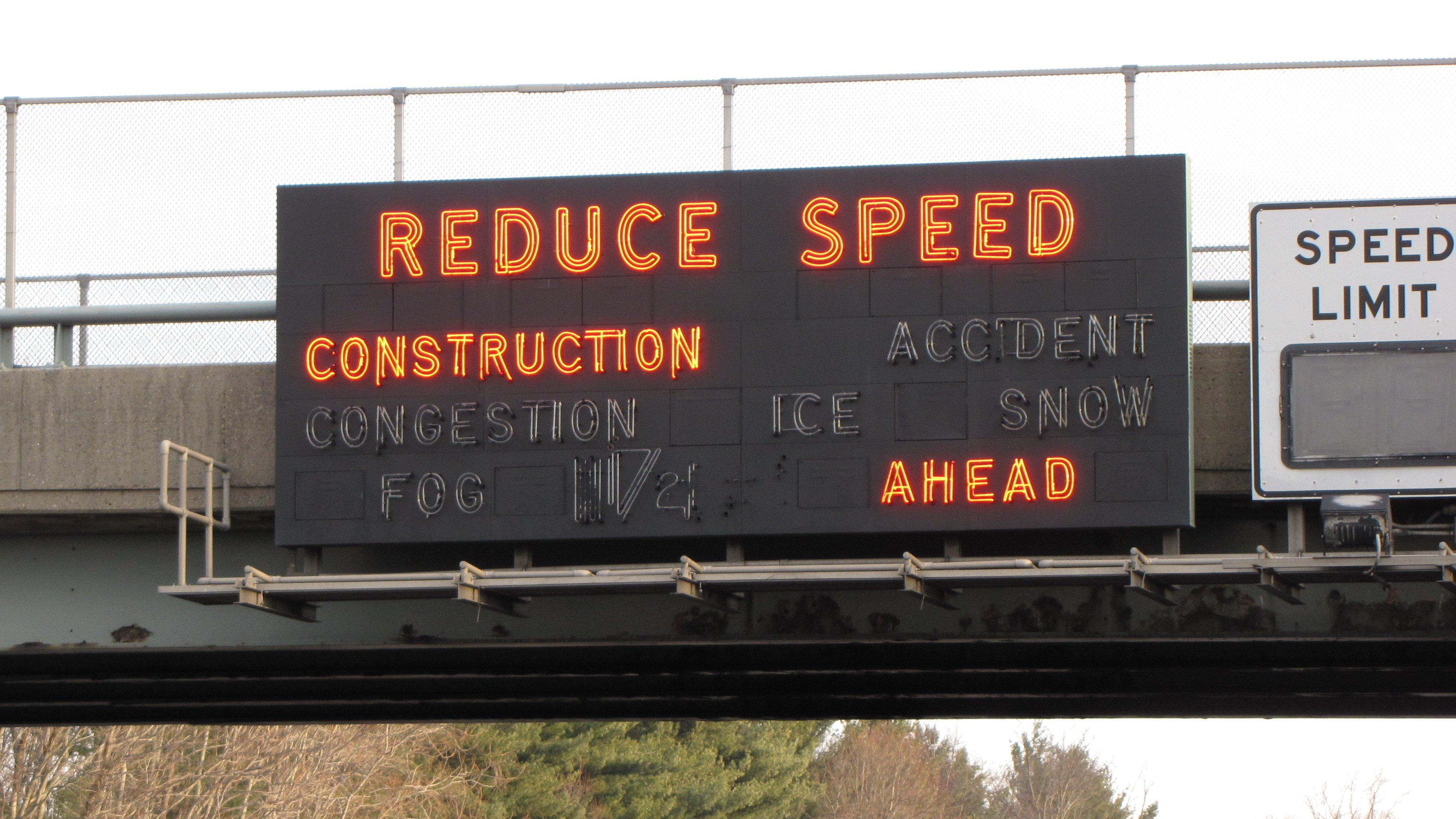 New_Jersey_Turnpike_Reduce_Speed_sign